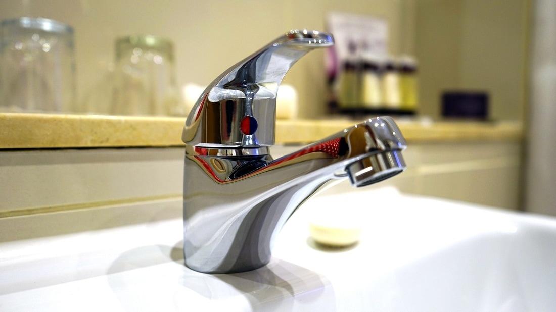 comment déboucher une toilette, un drain ou un évier? - plombier ... - Comment Deboucher Lavabo Salle De Bain